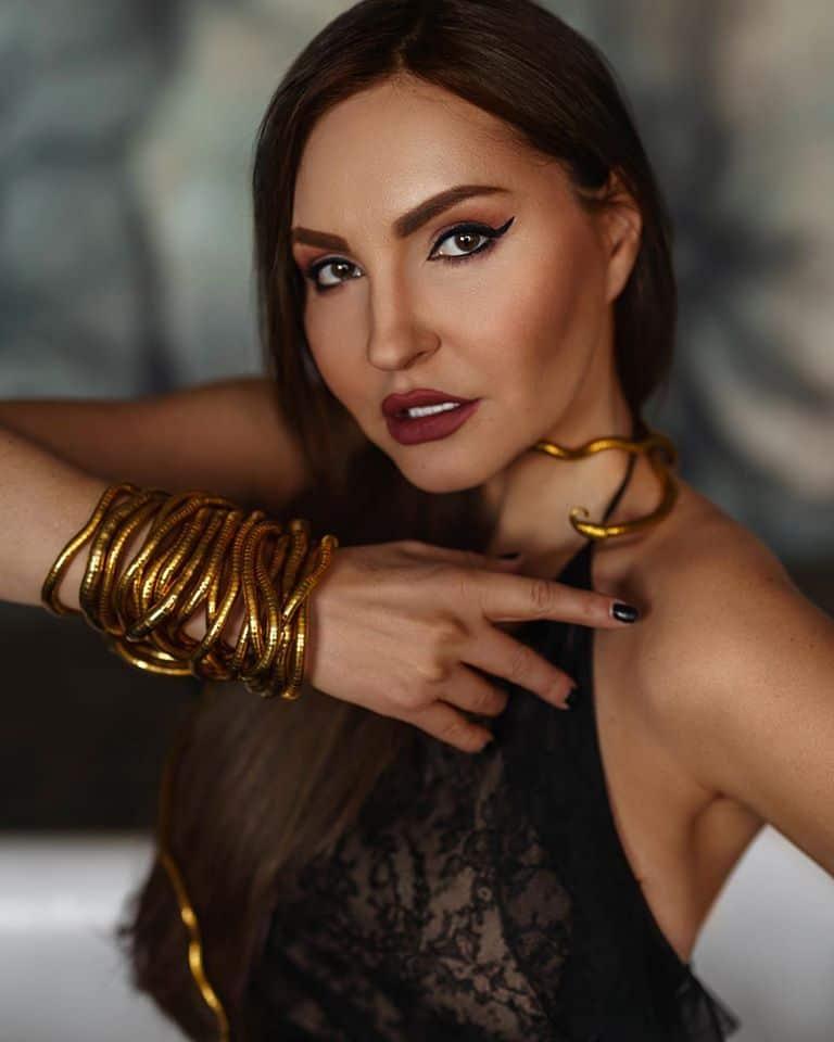 Julia Lima - Image 1